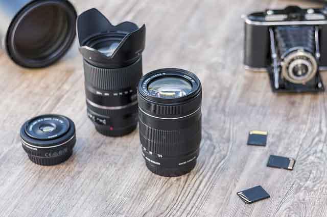 obiettivo fotografico zoom o lente fissa