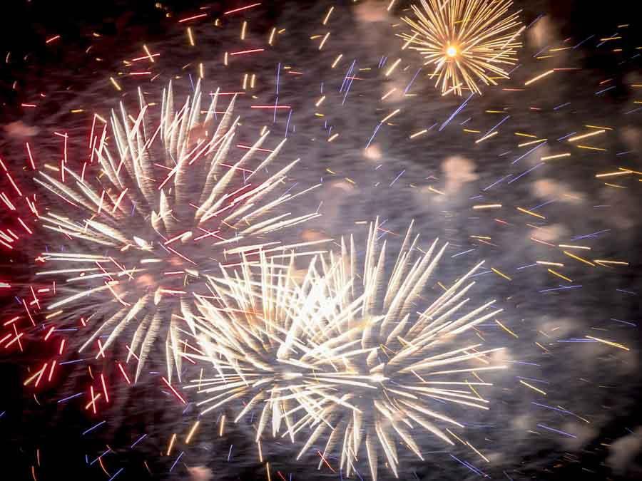 fotografare fuochi d'artificio fumo